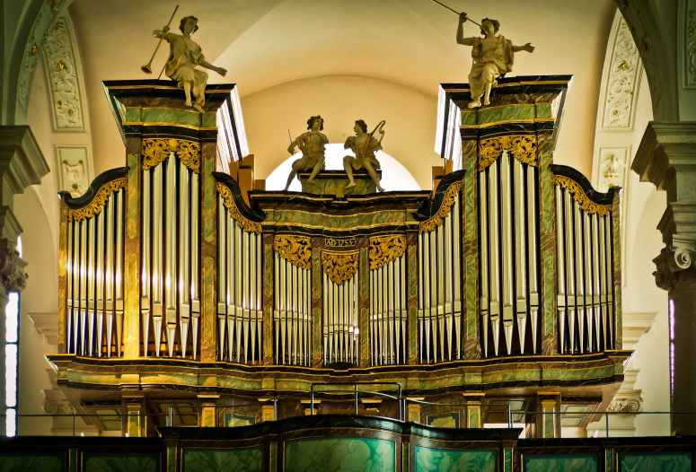 organ-church-music-organ-whistle-161213.jpeg